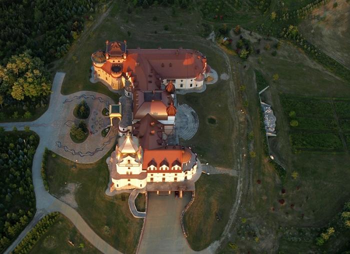 Prywatny pałac w Leżachowie #1